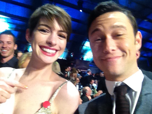 The strap on Anne Hathaway's Oscar de la Renta dress broke — luckily, her good friend Joseph Gordon-Levitt had a pin ready for her! Source: Facebook user Joseph Gordon-Levitt