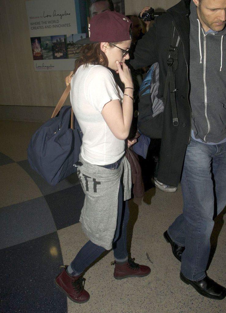 Kristen Stewart Heads Back to LA in Time For the Globes