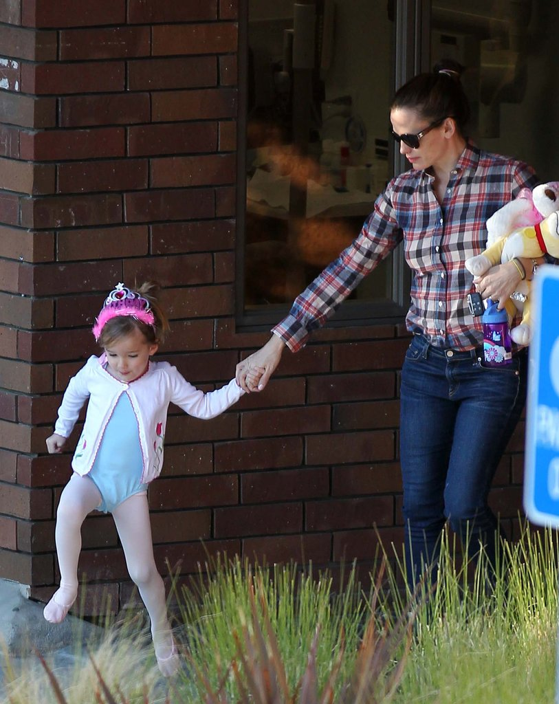 Jennifer Garner held hands with daughter Seraphina for a ballet class in LA.