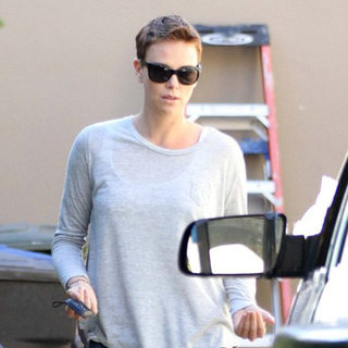 Charlize Theron Helping a Friend Move in LA | Pictures