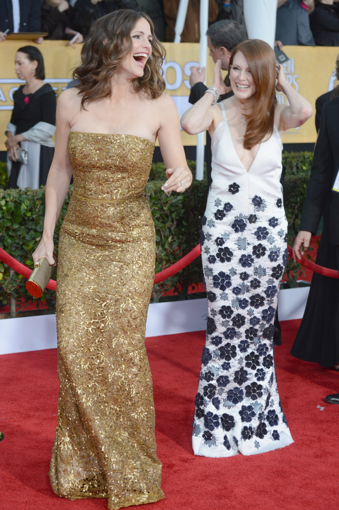 Jennifer Garner and Julianne Moore cracked up after posing together on the red carpet.