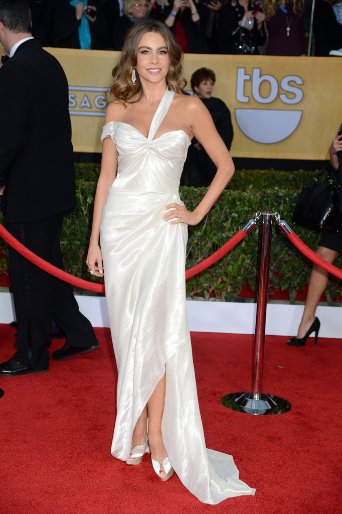 True to form, Sofia Vergara didn't short on the sexy with this curve-accentuating, draped Donna Karan Atelier gown.
