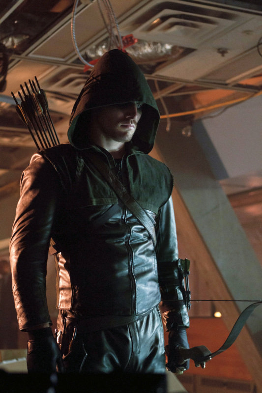 Bullseye: See 50+ Pictures of Stephen Amell Looking Hot on Arrow
