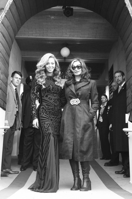 Beyoncé posed for a photo with her mum, Tina Knowles, at the swearing-in ceremony on Monday. Source: Tumblr user Beyoncé