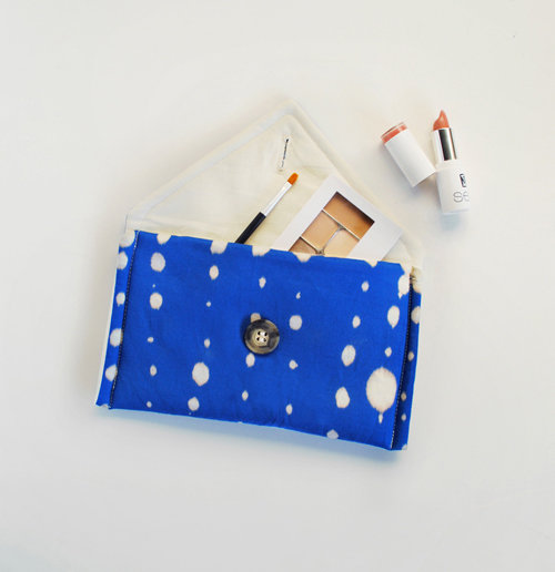 Go ahead, play with bleach! That's house Mer Mag got the look on this super chic DIY clutch. Source: Design*Sponge