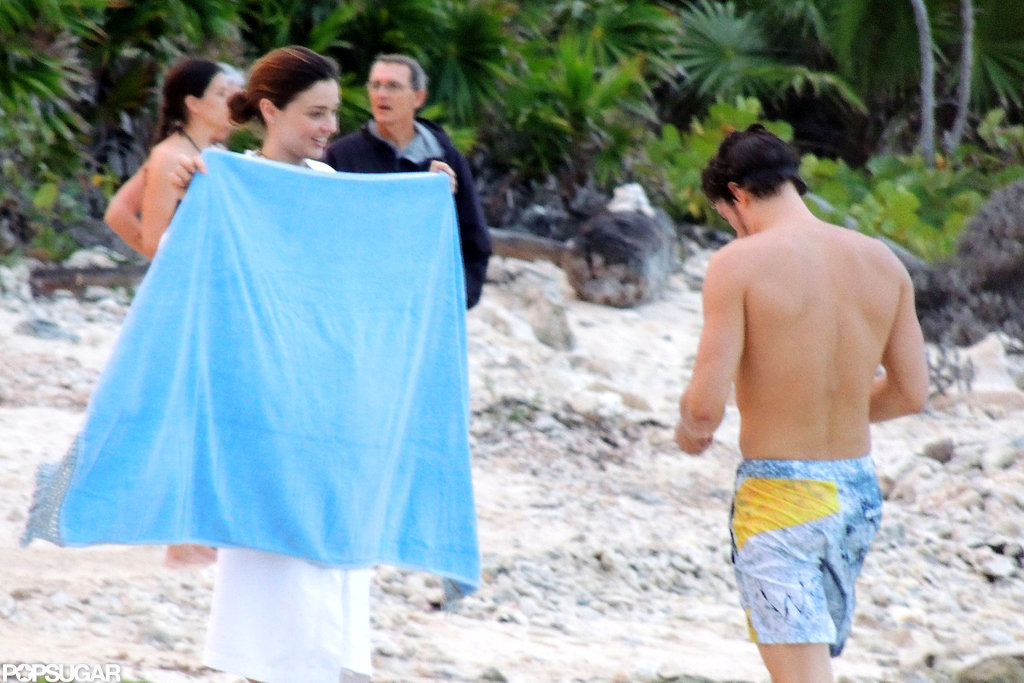 Miranda Kerr prepared a dry towel for her husband, Orlando Bloom.