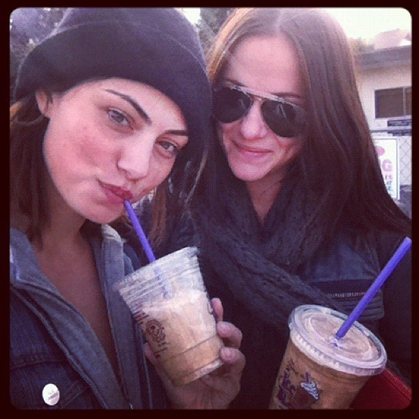 Phoebe Tonkin and a friend caught up in LA over some iced coffees. Source: Instagram user phoebejtonkin