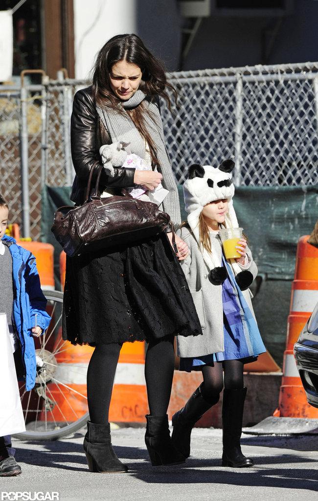 Katie Holmes walked with Suri Cruise through NYC.