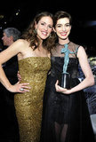 Jennifer Garner met up with winner Anne Hathaway at the SAG Awards.