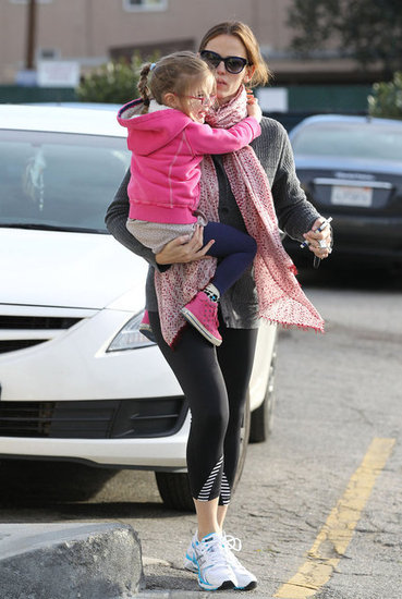 Jennifer Garner carried Seraphina into Starbucks.