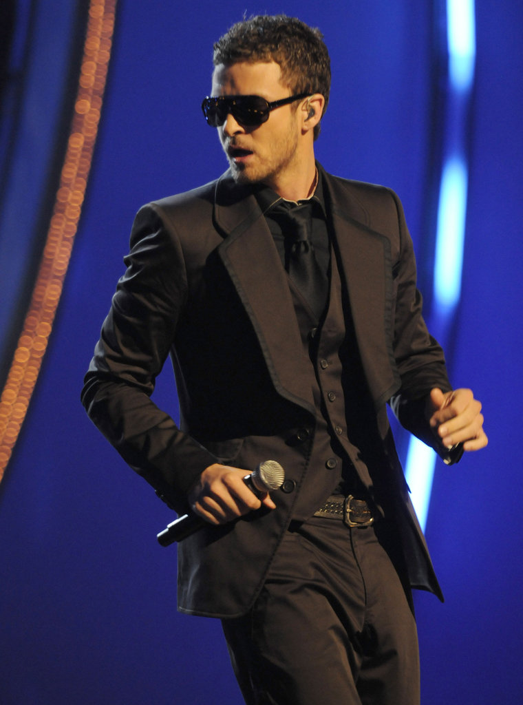 Justin looked sexy on stage in an all-black ensemble (complete with shades) while performing at the Fashion Rocks show in 2008.