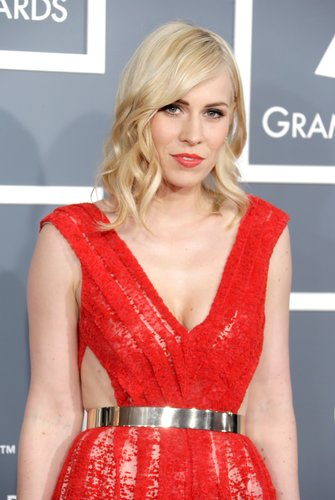 Natasha Bedingfield glowed on the Grammys red carpet.