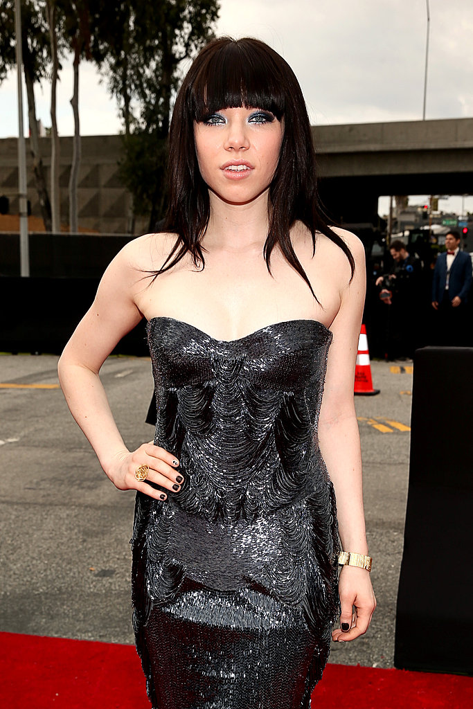 Carly Rae Jepsen Hits Grammys Red Carpet — With Her Man and a Kiss!