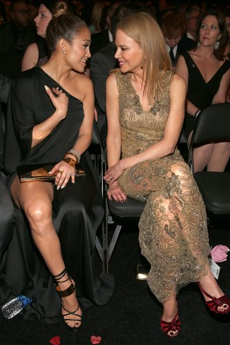 Jennifer Lopez and Nicole Kidman chatted in their seats during the 2013 Grammy Awards.