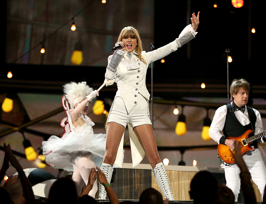 Taylor Swift gave the audience a circus-themed performance at the Grammy Awards in LA.