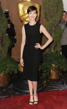 Anne Hathaway looked stunning in a black dress on the red carpet at the Oscars luncheon on Monday.