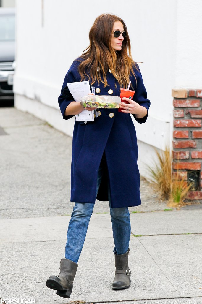 Julia Roberts wore a blue coat.