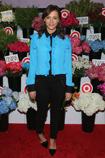 Rashida Jones looked ravishing in a brilliant blue contrast-trim blouse, black zippered trousers, and matching leather d'orsay pumps at the Prabal Gurung For Target event.