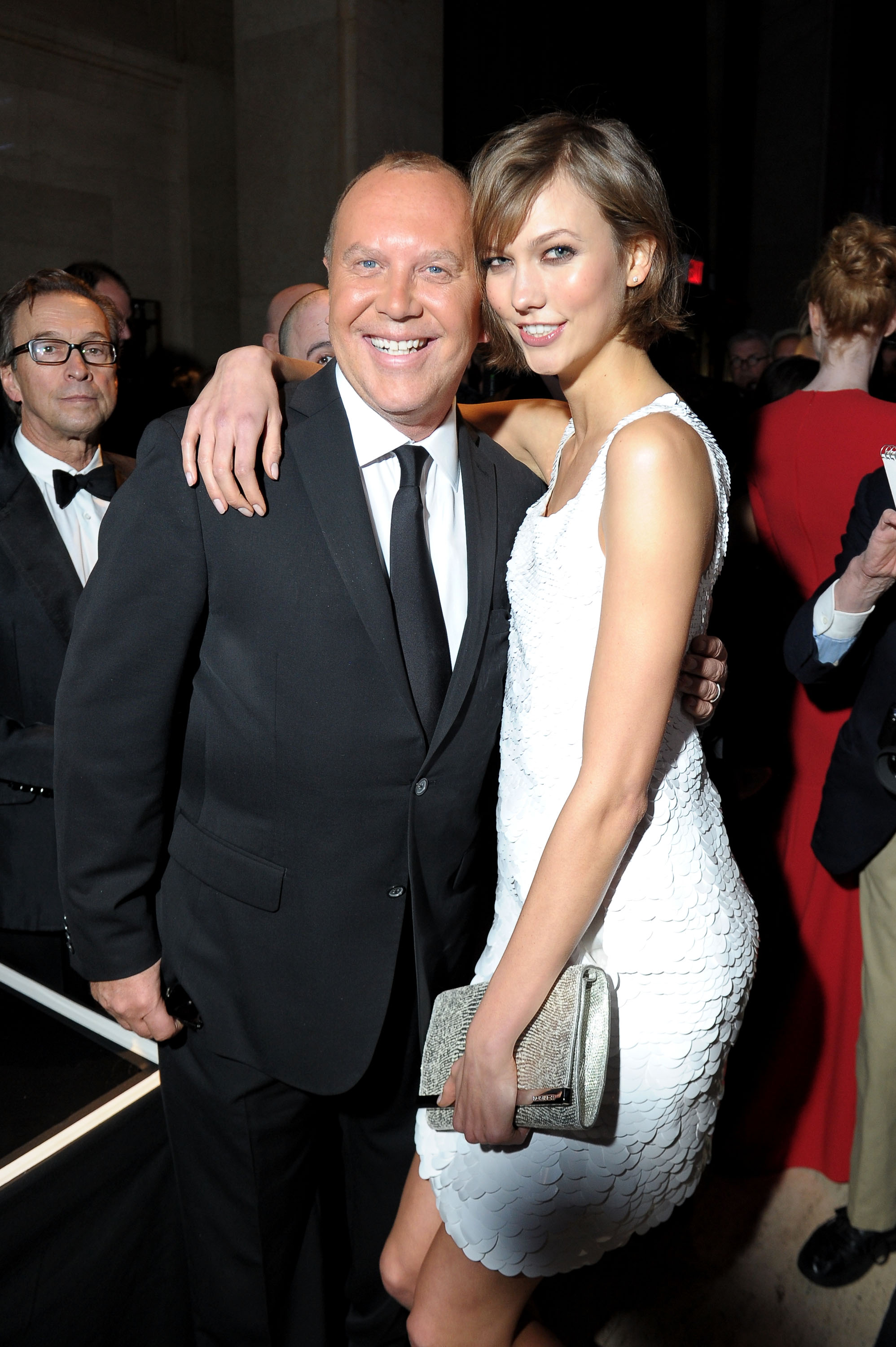 Karlie Kloss got chummy with Michael Kors at the amfAR New York Gala on Wednesday.
