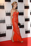 Kate Hudson Wows in Red at the Elle UK Style Awards