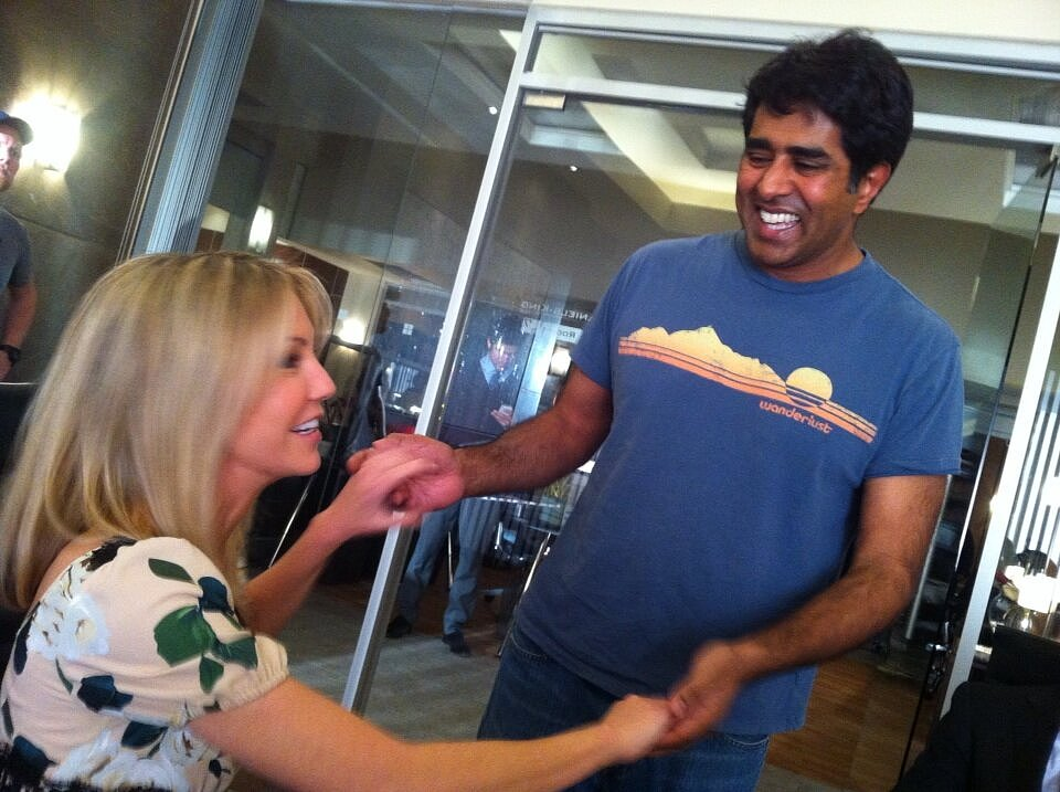 Jay Chandrasekhar hung out with Heather Locklear on the set of Franklin & Bash. Source: Twitter user jaychandrasekha