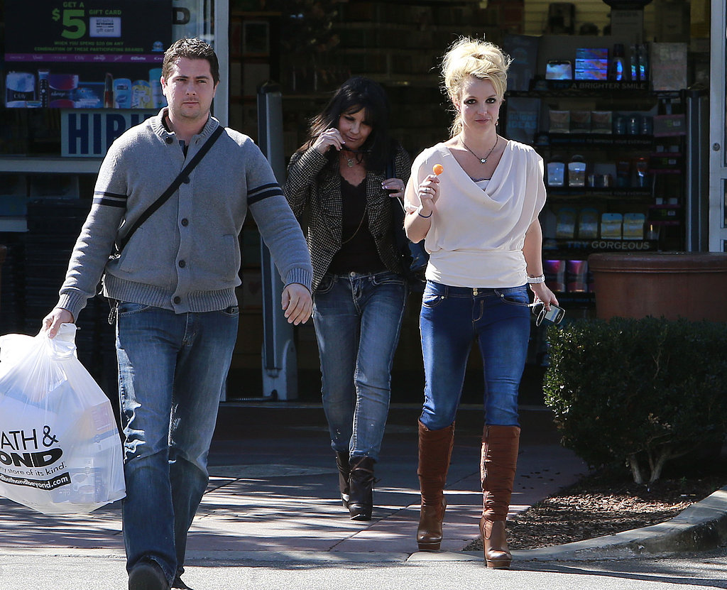 Britney Spears leaves a Bed Bath & Beyond with mom Lynne.