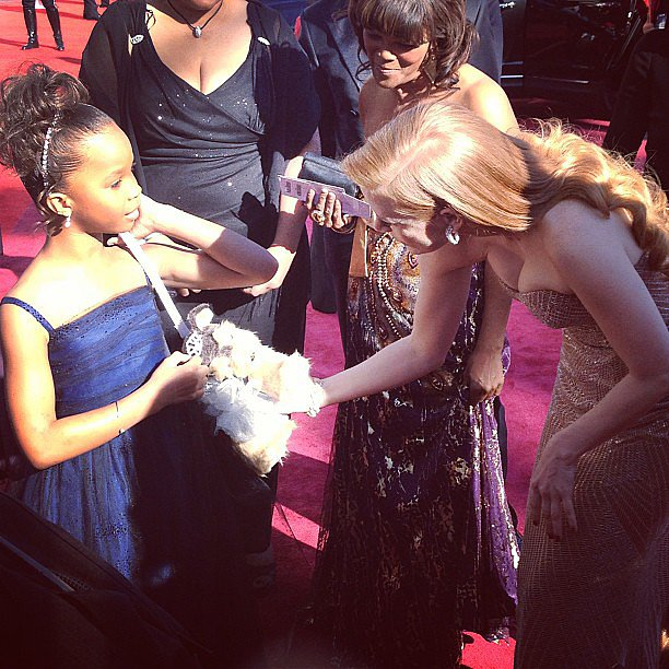 Jessica Chastain admired Quvenzhané's purse on the red carpet. Source: Instagram user theacademy