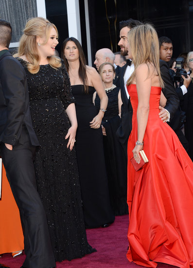Adele chatting with Jennifer Aniston and Justin Theroux on the red carpet at the Oscars 2013.
