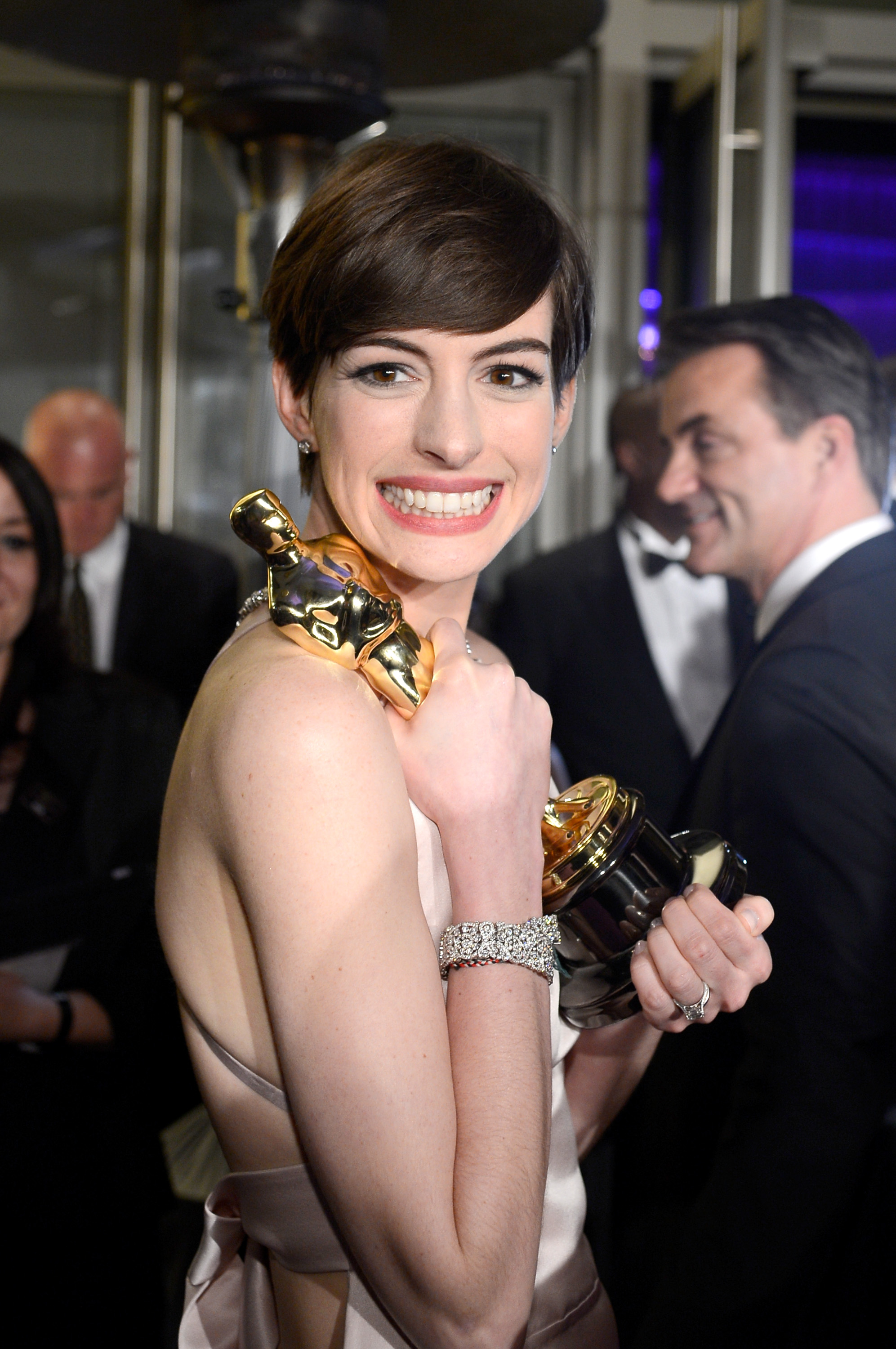 Anne Hathaway showed off her Oscar at the Governors Ball.