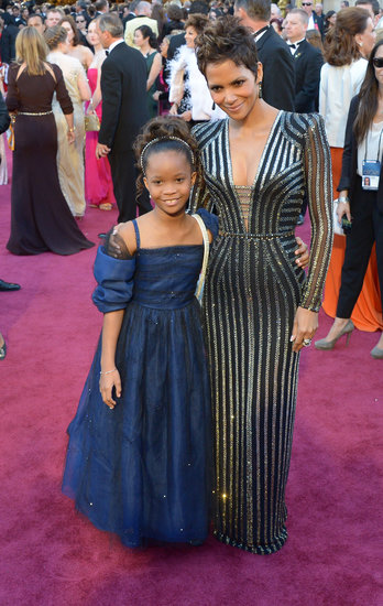 Halle Berry Says Hello to Quvenzhané Wallis on the Oscars Red Carpet