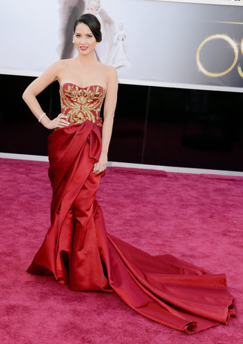 Olivia Munn on the red carpet at the Oscars 2013.