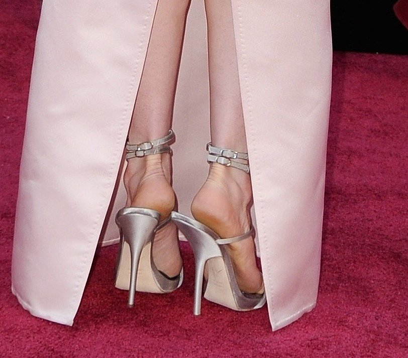 Anne Hathaway's soft-pink Prada gown was completed via a pair of equally soft ankle-strap sandals that peeped out from her back slit.