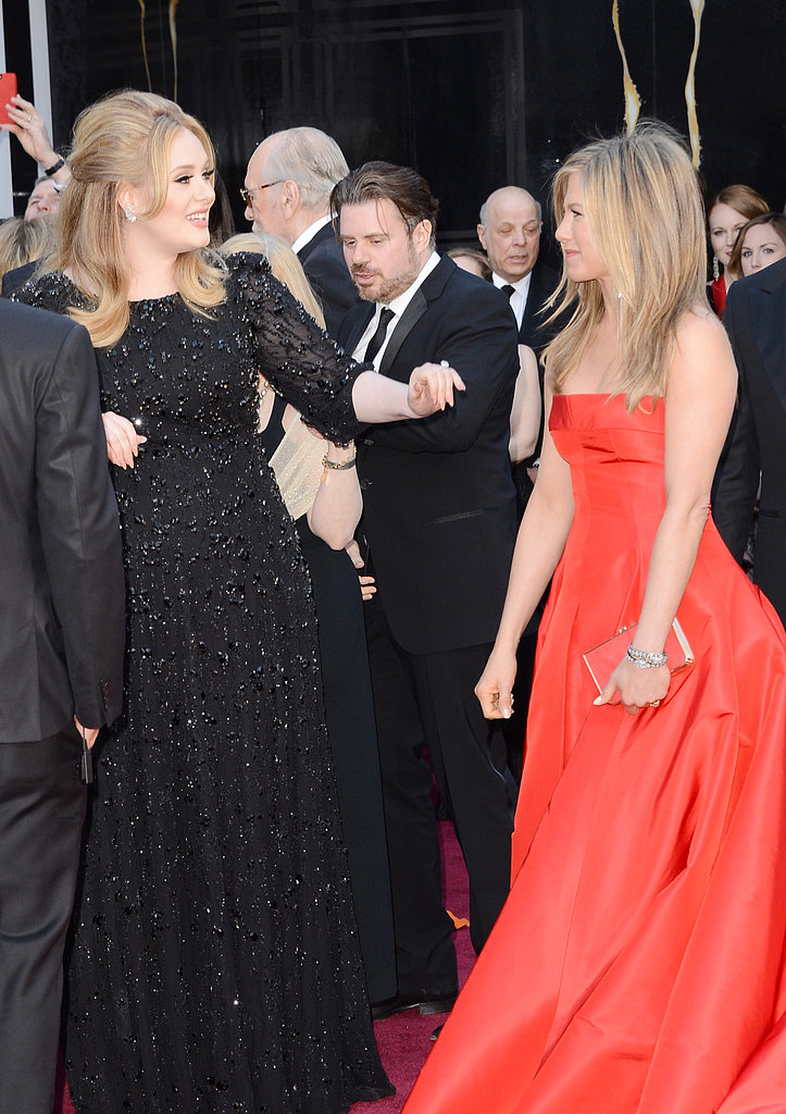Adele and Jennifer Aniston had a sweet red-carpet moment.