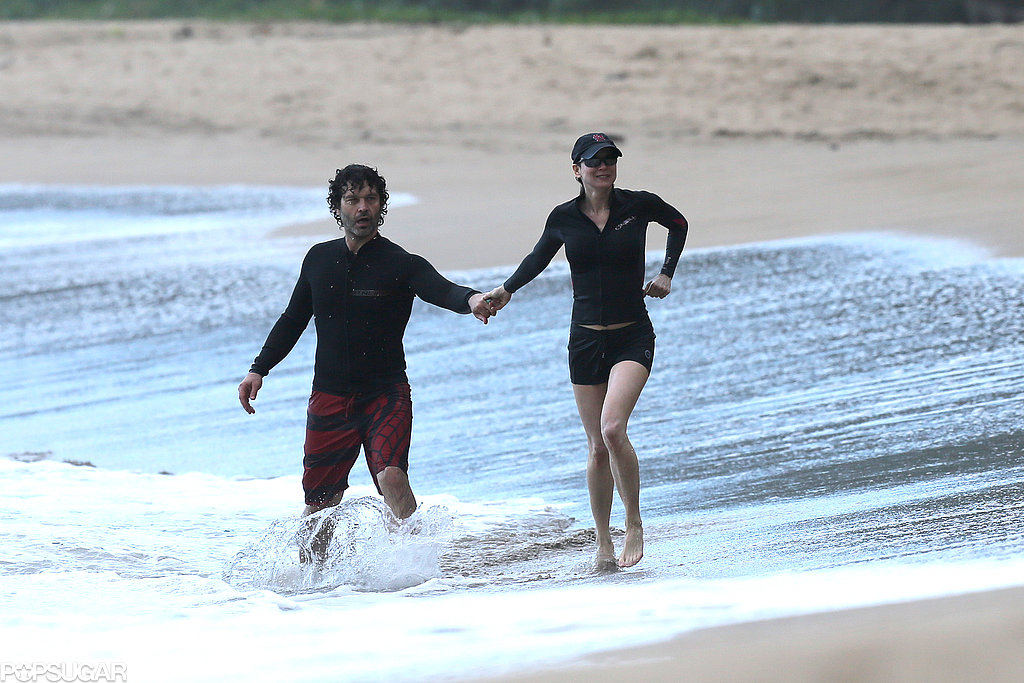 Renée Zellweger and her boyfriend Doyle Bramhall II hit the beach in Hawaii.