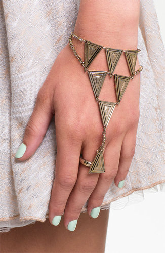 BP. Triangle Hand Chain