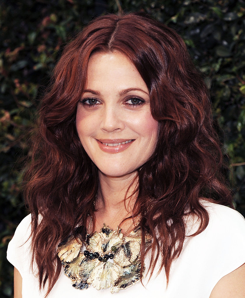 She paired her kinky red waves with a metallic smoky eye in 2011.