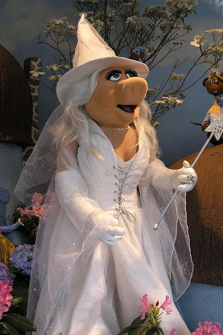 Miss Piggy as Glinda