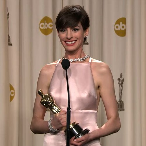 Anne Hathaway Backstage Oscars Video