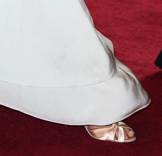 Before departing from the Oscars red carpet festivities, Charlize Theron changed from her white pumps to a champagne pair.