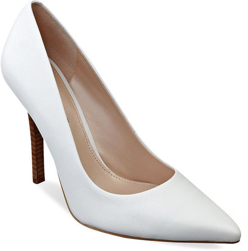 GUESS Women's Shoes, Neodan Pumps