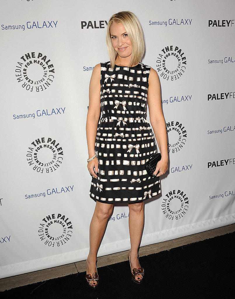 Leslie Grossman wore a patterned dress.