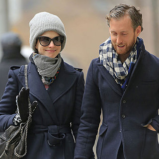 Anne Hathaway and Adam Shulman Kiss in Brooklyn | Pictures