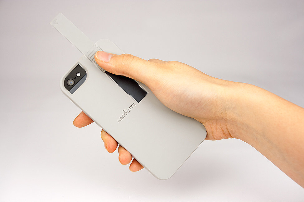 Pushing up on Linkase's transmitter will boost WiFi up to 50 percent, the company claims. Because of the way phones are shaped, the WiFi signal is typically blocked by our hands. With Linkase, wireless energy transfers from the antenna to the transmitter and pushes the signal up and out.