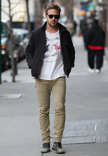 Ryan Gosling walked in NYC.