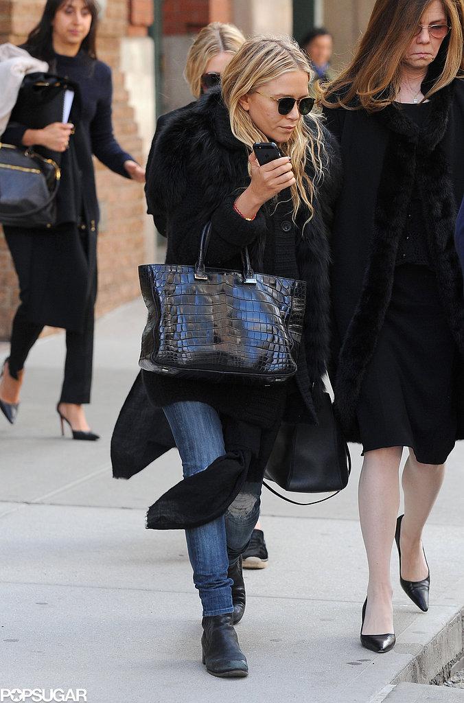 Ashley Olsen carried a black purse.