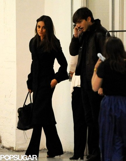 ashton kutcher dating mila kunis 2013 Ashton kutcher acted like the perfect gentleman as he was reunited with girlfriend mila kunis in london, shielding her from the paparazzi as they were spotted on a dinner date.