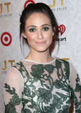 Emmy Rossum wore green eyeshadow.