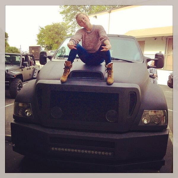 Hayden Panettiere posed with a giant vehicle and a whole lot of attitude.  Source: Twitter user haydenpanettier