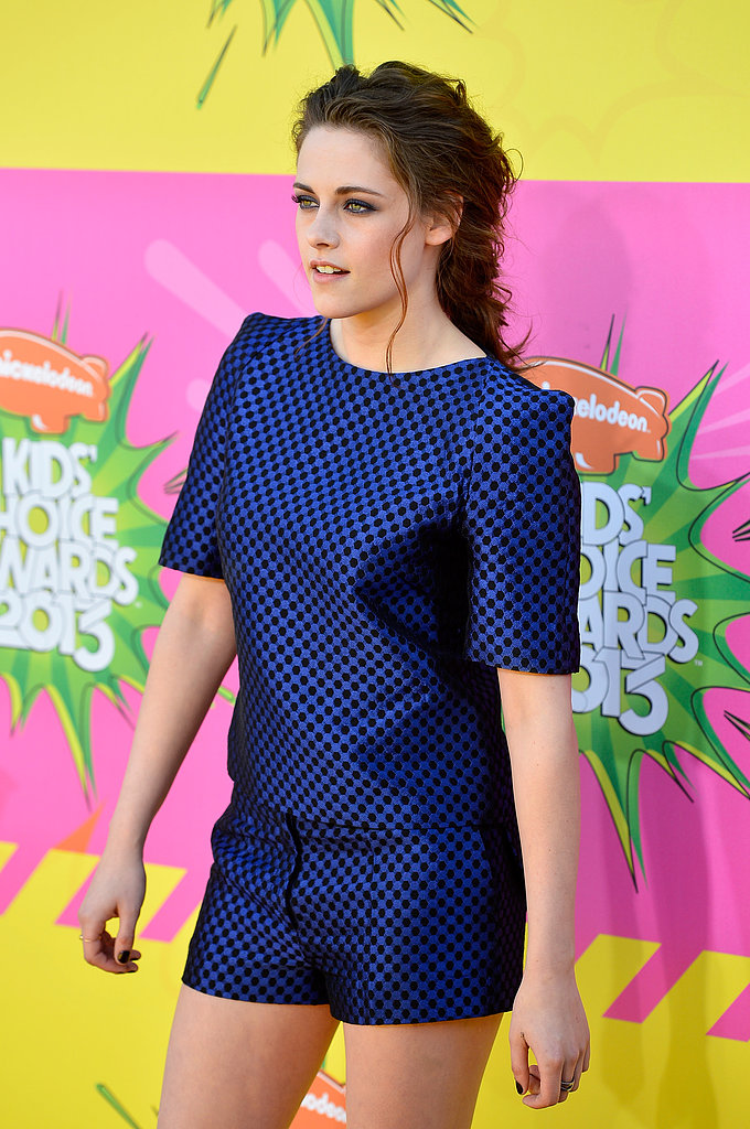 Kristen Stewart Makes a Smiley Stop on the Kids' Choice Awards Carpet