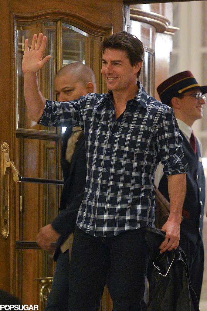 Tom Cruise wore a plaid shirt.